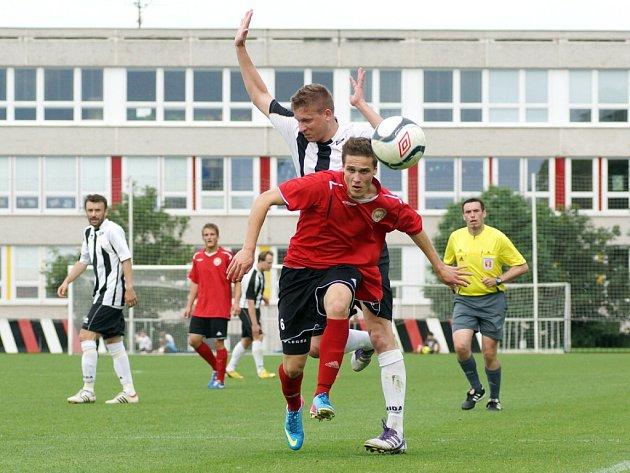 Přímý souboj o divizi! V posledním kole krajského přeboru remizovali fotbalisté MFK Chrudim doma s Vysokým Mýtem 0:0. Hosté se tak mohli radovat z první příčky a postupu do divize na úkor svého soupeře.