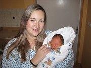 DOMINIK CHMELÍK. Radek a Michaela z Chrudimi se 28.11. v 18:30 stali poprvé rodiči. Jejich Dominik vážil 2,8 kg a měřil 47 cm.