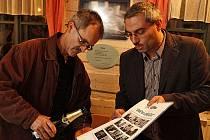 Listopadové Dny kultury pro Drachtinku zahájila vernisáž výstav Umění stárnout v hlineckém Betlémě.