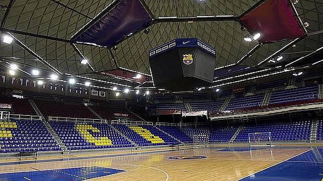 Hala Palau Blaugrana se hezky vyjímá jak z venkovního pohledu, tak samozřejmě i v interiéru.