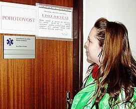 Dveřmi ordinace prošly tisíce pacientů.