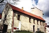 Budova gotické tvrze je nejstarší dochovanou budovou v Hlinsku.