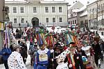 Masopustní průvod prošel centrem města. Snímek z Poděbradova náměstí.