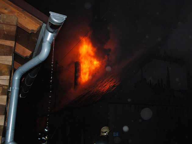 Hasiči zasahovali u požáru rodinného domu v Kladně u Hlinska.