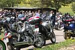 Motorkáři ve Studnicích si dali sraz, aby varzili na svou první jarní vyjížďku.
