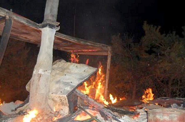 Ve Vížkách u Lukavice hořela rekreační chatka.