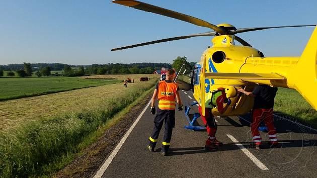 Vážná nehoda u Horky: Řidičku transportoval vrtulník do nemocnice