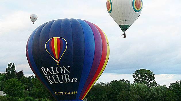 Nad Chrudimí o víkendu létaly horkovzdušné balony.