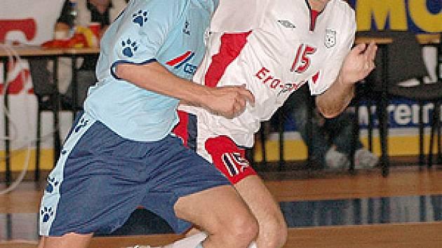 Po delším zranění už trénuje Filip Pecháček a možná nastoupí v dnešní ligové premiéře v Praze.