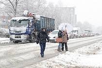 Sníh zcela ochromil dopravu.