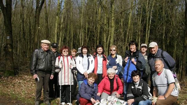 Turisté KČT Chrudim oslavili Den Země jejím úklidem.