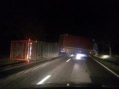 Nehoda na silnici mezi Orlí a Zaječicemi.