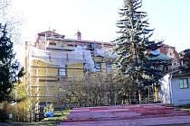 Oprava vnější fasády a oken na budově Chrudimské besedy č. p. 85, která navazuje na letošní rekonstrukci střechy