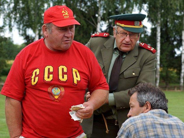 V rámci fotbalového Memoriálu Josefa Hrubeše se Městec u Chroustovic vrátil do dob socialismu.