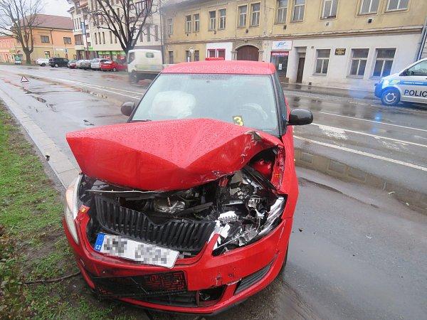 Vozidlo poškozeného při úterní nehodě vChrudimi.