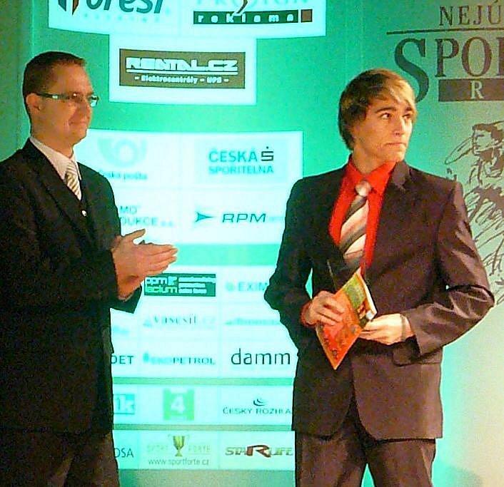 Bronzový v kategorii jednotlivců mládeže byl hokejbalista Filip Pecina.
