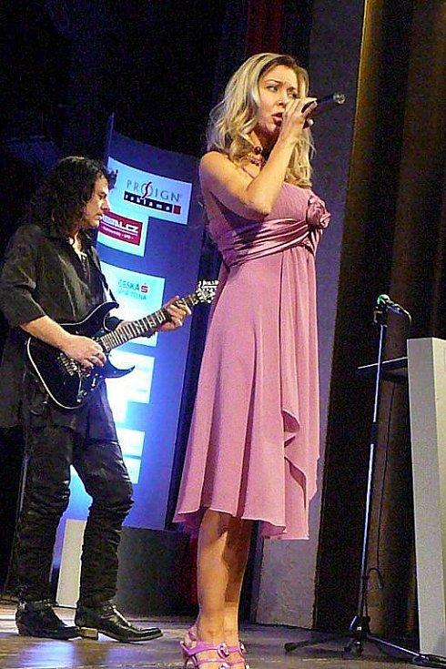 Zpěvačka Monika Agrebi je autorkou hymny celé akce, která během večer zazněla v jejím podání hned dvakrát.