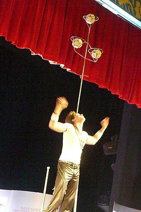 Netradiční sportovní um předvedl v rámci svého vystoupení Alex.
