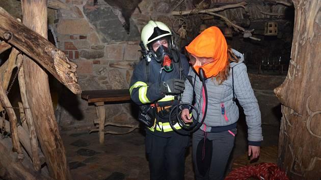 Cvičení hasičů v Pekle
