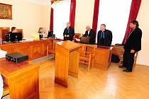 V Chrudimi pokračovalo soudní líčení s muži, kteří mají mít podle obžaloby podíl na tragické smrti parašutisty