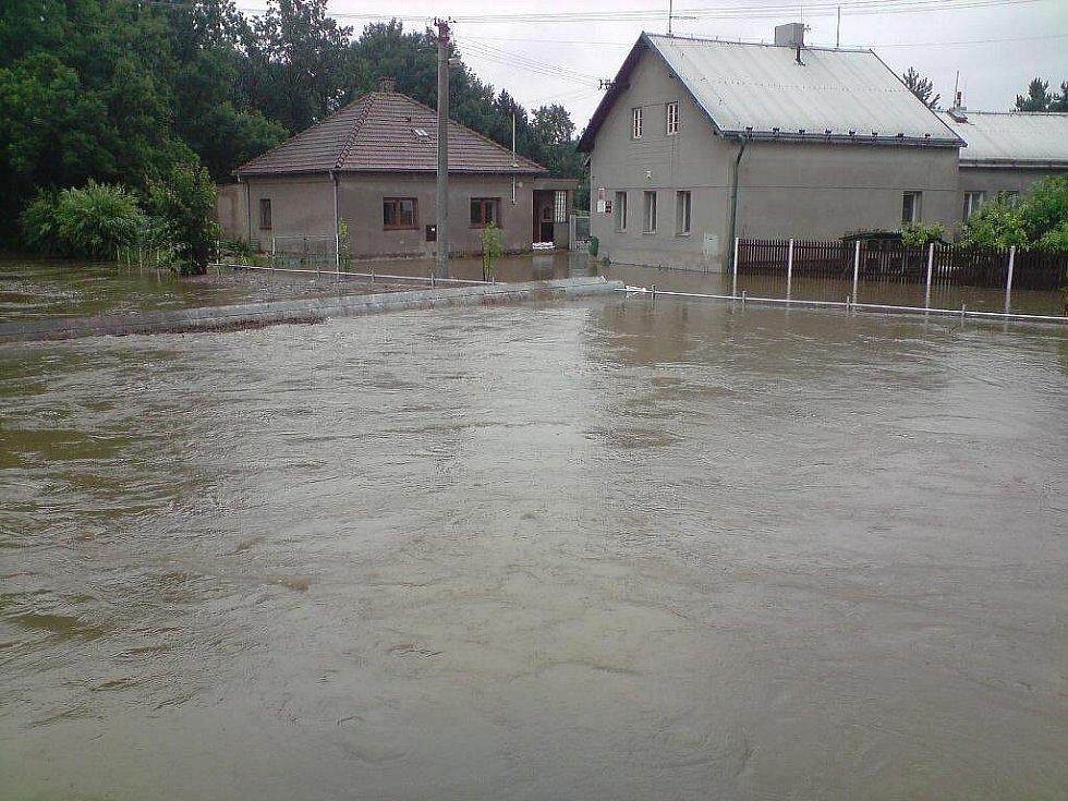 Zaplavený Hrochův Týnec: stav v neděli 18. července mezi 14:30 až 15:00