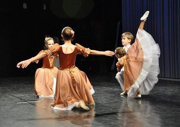Chrudimské baletky a tanečníci ze ZUŠ Chrudim posbírali na soutěži Hradecká Odette celkem sedm ocenění.