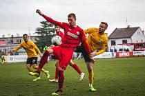 """Jediným střelcem utkání o """"šest"""" bodů byl Daniel Vašulín (na snímku), který si připsal teprve druhý gól v sezoně."""