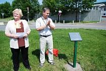Školáci ze ZŠ T5emošnice se mohou pochlubit novou pamětní deskou na počest evrospké spolupráce mezi školami.