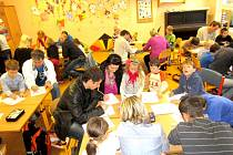 Rušná hodina netradiční matematiky na ZŠ Ležáků v Hlinsku.