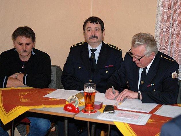 Výroční valné hromady ronovského okrsku Sboru dobrovolných hasičů se zúčastnilo jedenáct zástupců hasičských sborů z měst a obcí.