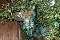 Při dopravní nehodě v ulici Vaňkova narazila Škoda Forman do chatky ve stráni.