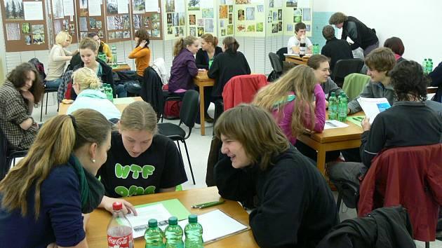 Studenti se soustředí na dané otázky.