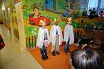 Tříkráloví koledníci ze Základní školy ve Stolanech zavítali i letos do chrudimské nemocnice.