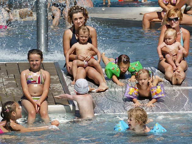 Radost z oteplení mají hlavně děti, konečně mají příležitost užít si ty správné vodní radovánky.
