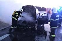 Hasiči ráno likvidovali požár automobilu