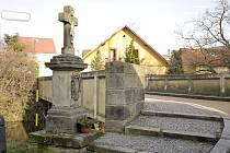 Křížek v chrudimské Podfortenské ulici.