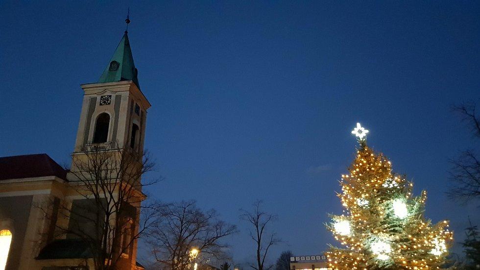 Vánoční strom v Ronově nad Doubravou