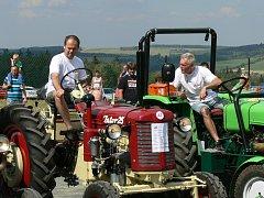 Na další ročník Železnohorského traktoru se do Žďárce u Seče sjelo 58 traktorů.