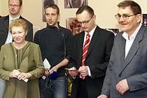 Setkání u příležitosti získání statutu obecně prospěšné společnosti neuniklo v chrudimské Heydukově ulici redakčnímu objektivu Chrudimského deníku.