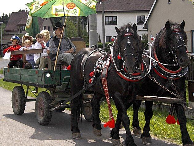 Děti v Jeníkově se bavily při Dětském dnu.