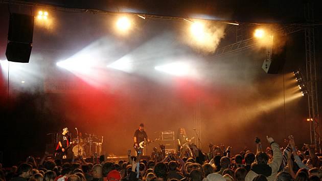 Dalším koncertem pokračovalo Léto s Rychtářem 2008 v Hlinsku. V amfiteátru se tentokrát představily kapely Horkýže Slíže (na snímku) a Vypsaná fiXa.