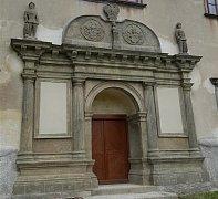 Opravený portál sečského zámku
