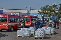 Firma denně vyrobí tisíce litrů dezinfekce