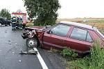 Dva vozy Škoda Felicie se bočně střetly na silnici mezi Chrudimí a Pardubicemi.