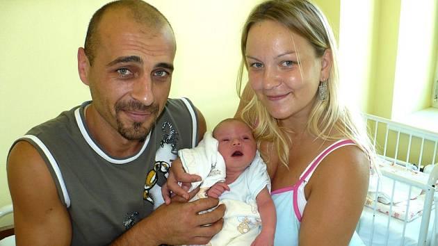 MAXIM PAVLIV. Alena a Mykola z Hradce Králové se dočkali prvního potomka. U narození syna Maxima dne 27.7. ve 21:30 tatínek statečně pomáhal. Odměnou mu bylo synových 3 350 g a 51 cm a jeho první dětský křik.