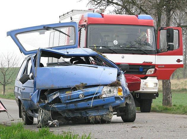 Při dopravní nehodě mezi Luží a Chroustovicemi byl zraněn řidič vozu.