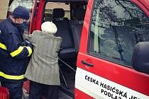 Hasiči začali vozit seniory na očkování