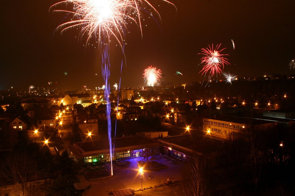 Novoroční ohňostroj nad Chrudimí.