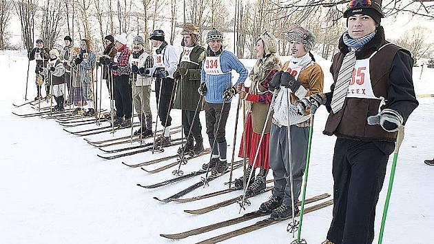 Start sobotního Memoriálu Tondy Kavalíra a Franty Hladíka přilákal do ratajského areálu nejednoho odvážného lyžaře.