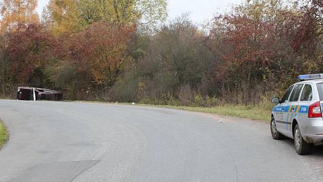 Foto z místa dopravní nehody mezi obcemi Radim a Dorbkov.
